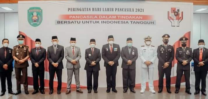 Jajaran Musyawarah Pimpinan Daerah (Muspida) Pemkab Kutai Timur (Kutim) mengikuti upacara Hari Kelahiran Pancasila 1 Juni 2021 secara virtual dengan Presiden Joko Widodo (FB Dokumentasi Kutim)